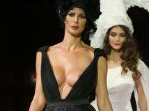 Modelka a podnikateľka Zuzana Šutjaková na prehliadke v Prahe.