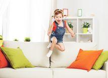Dieťa, sedačka, obývačka, gauč, pohovka, zábava