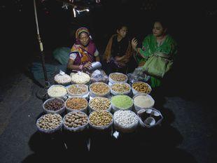 Pakistan, sušené ovocie, trh, predaj, Karáčí