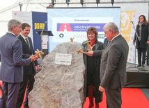 Stavba obchvatu Bratislavy sa začína, poklepali základný kameň D4 a R7