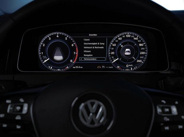 Interiér počíta s modernejším infotainmentom, prevzatým z Kodiaqu a dokonca s virtuálnym prístrojovým panelom, známym z VW Passat, Golfu či mnohých modelov Audi.