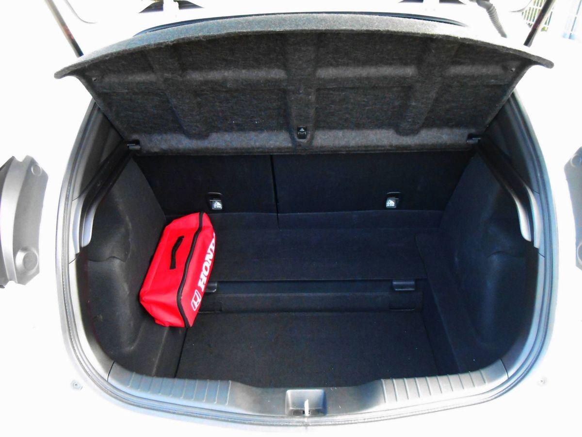 Batožinový priestor má objem 475 litrov, lenže súčasťou výbavy nie je ani dojazdové rezervné koleso.