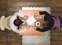 stôl, káva, rokovanie