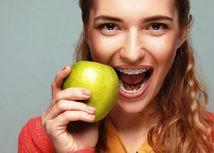 úsmev, zuby, strojček, jablko, chrup