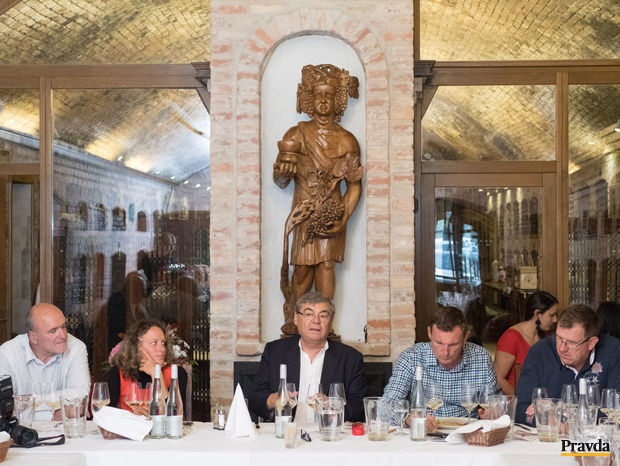 Obrázok Víno a jedlo nie sú rivali, ale partneri