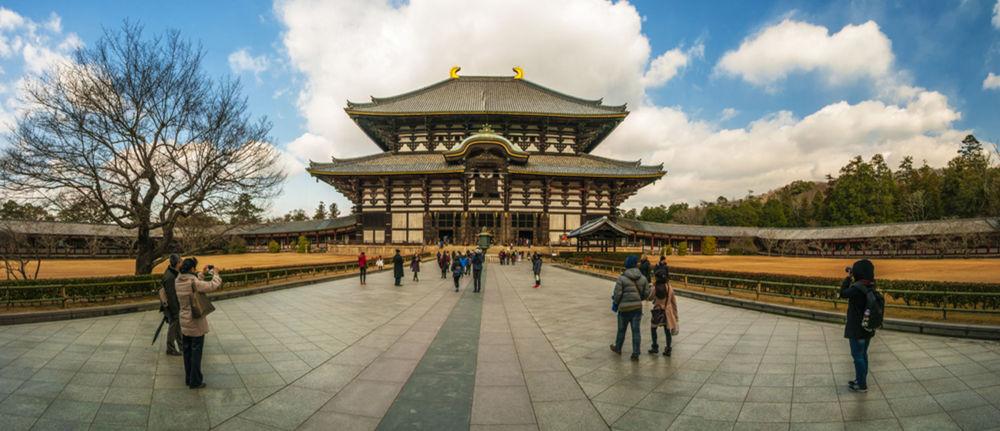 Čelný pohľad na svätyňu v meste Nara.