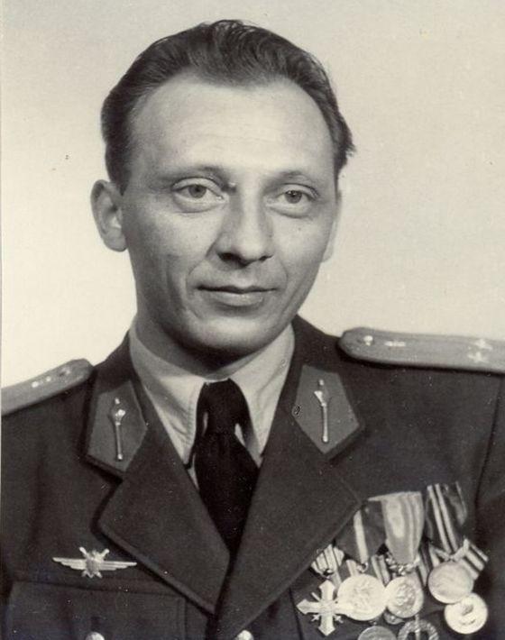 Ľudovít Solár bol zástupcom veliteľa prvej skupiny čs. leteckých inštruktorov v Egypte.