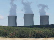 Stredná Európa rebeluje. Stavia jadrové elektrárne
