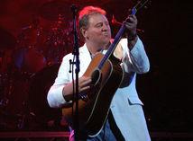 Greg Lake na koncerte v roku 2005.