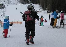 Štrbské pleso, lyžiari, lyžovačka