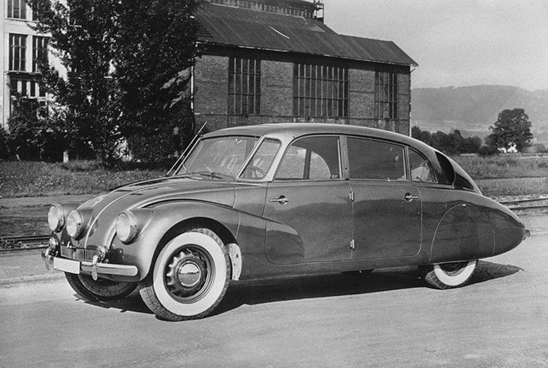 Model Tatra 87 prišiel na svet v roku 1937 a rozvinul konceptaerodynamickej karosérie, ktorý odštartovala Tatra 77. V porovnaní s ňoubola novinka ľahšia až o 330 kg!