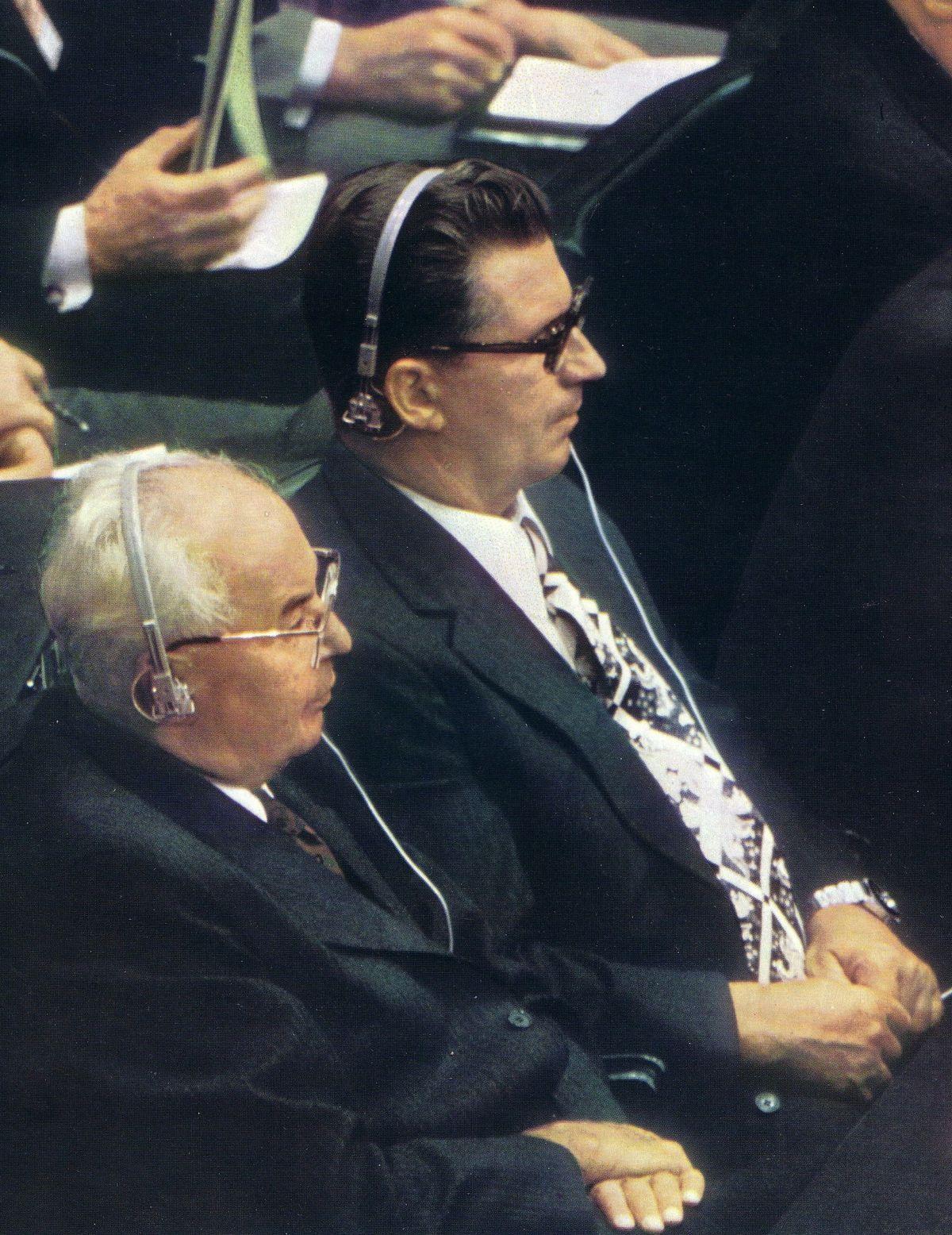 Prezident Gustáv Husák a premiér ČSSR Lubomír Štrougal na Helsinskej konferencii v roku 1975, ktorá znamenala medzník v boji za ľudské práva.