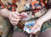 dôchodok, peniaze, eurá, euro