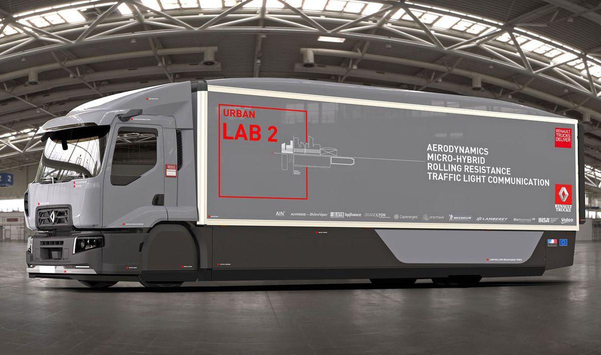 Renault Urban Truck Lab 2 je upravenou sériovou verziou chladiarenského distribučného vozidla D Wide Euro 6 4x2 19T. Je však aerodynamicky optimalizovaný. Čo znamená napríklad presunutie chladiarenskej sústavy zo strechy na podvozok.
