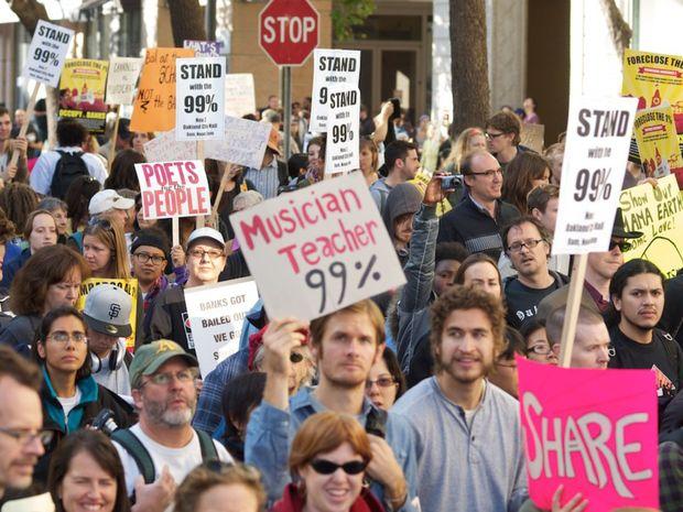 """Globalizácia je stroj na vytváranie veľmi malej elity na vrchole – toho, čo americké hnutie Occupy nazýva ako """"jedno percento"""" a v skutočnosti je však skôr """"jedným percentom jedného percenta""""."""