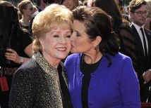 Carrie Fisher (vpravo) a jej mama Debbie Reynolds