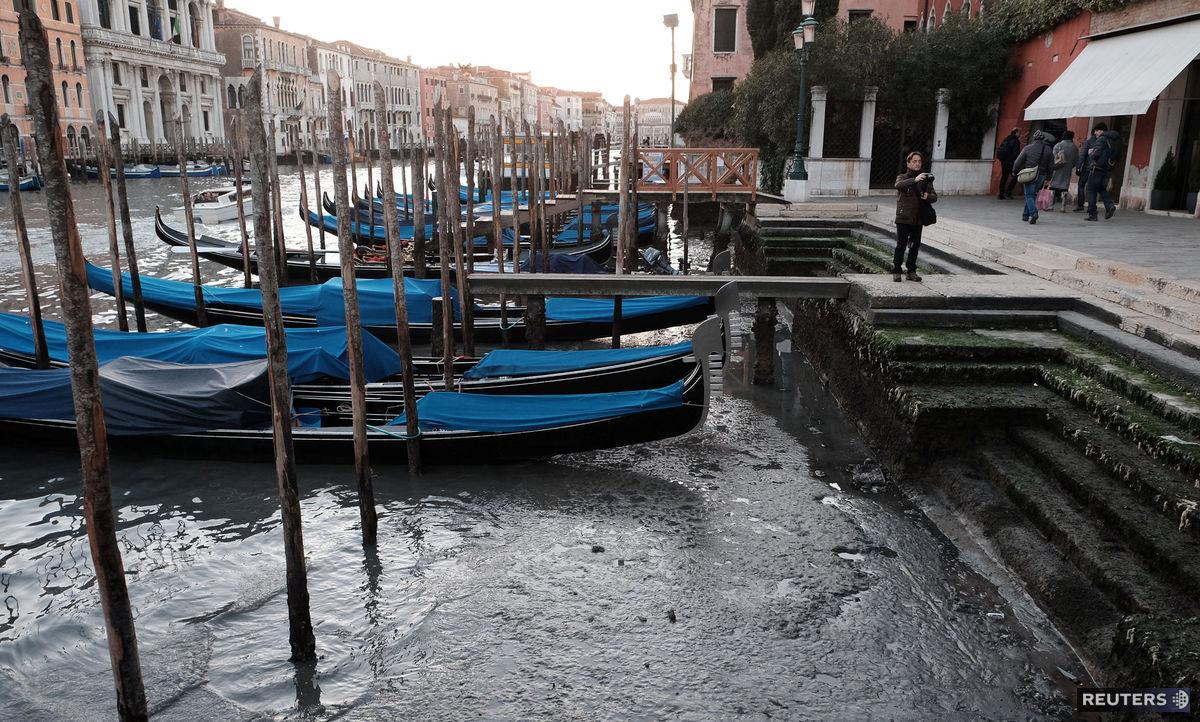Gondoly v Benátkach - na suchu.