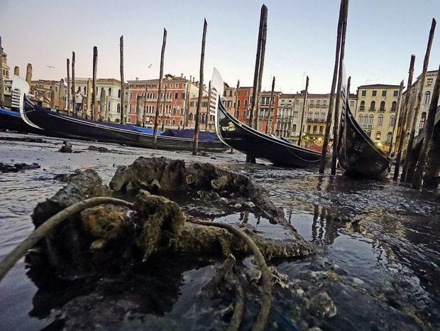 Benátky, Taliansko, gondoly, kanál