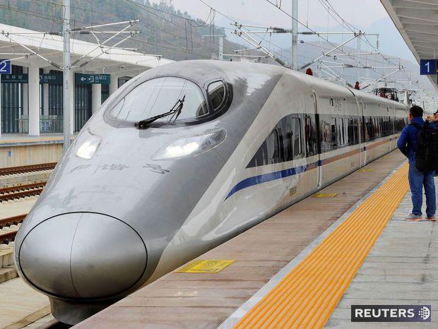 Vysokorýchlostný vlak v stanici Anshun.