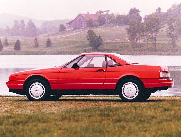 Prekrásny roadster pôsobil vo vtedajšej ponuke Cadillacu ako zjavenie. Bol elegantný a moderný. K plátennej streche ste dostali aj hliníkový hardtop.