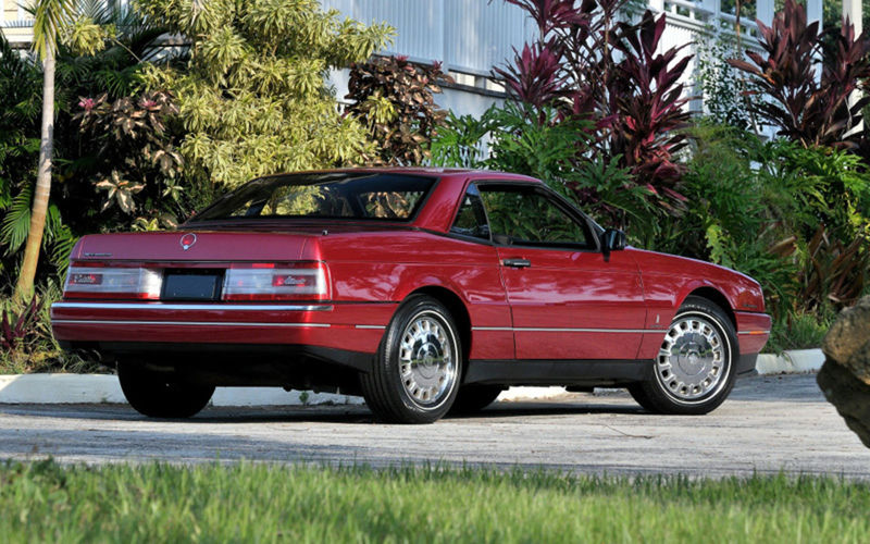 Až rok 1993, ktorý bol posledným rokom produkcie priniesol Allanté väčší facelift a moderný 8-valec 4,6 Northsatr so 4-ventilovou technikou a výkonom 218 kW. Z Allanté sa tak stal najvýkonnejší model sveta s predným náhonom.