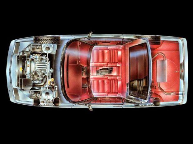 Moderná karoséria ukrývala relatívne zastaranú techniku. Predné kolesá poháňal 4,1-litrový 8-valec s rozvodom OHV a biednym výkonom 126 kW. Podvozok používal nezávislé zavesenie kolies a kotúčové brzdy s ABS. Neskôr pribudla aj kontrola trakcie pomocou vypínania štyroch valcov.
