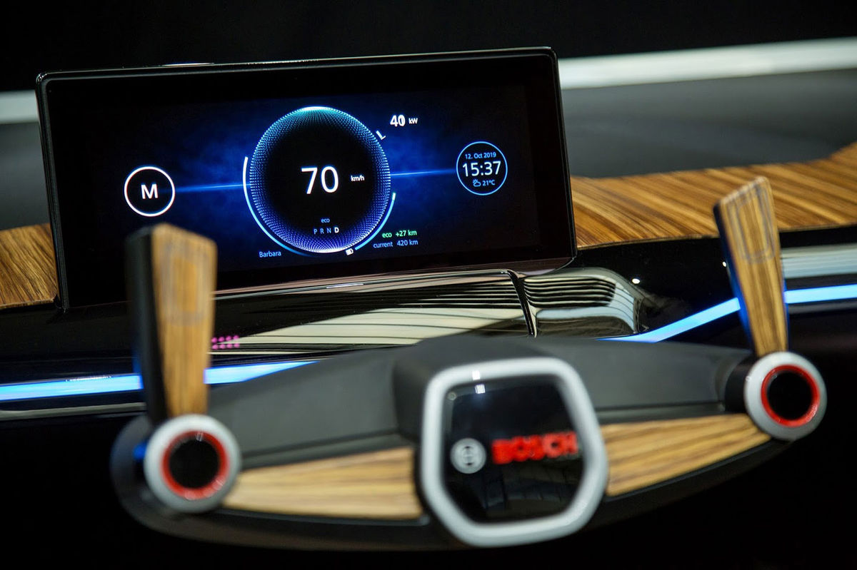Dve tlačidlá na volante majú slúžiť na bezpečný prechod z režimu autonómneho riadenia na manuálny režim. Tento prechod má trvať niekoľko sekúnd, aby mal vodič dostatok času na prípravu a dostatočne sa sústredil.