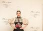 Spisovateľka Tamara Šimončíková-Heribanová si obliekla tradičný kroj, ktorý doplnila sukňa od Lukáša Kimličku.