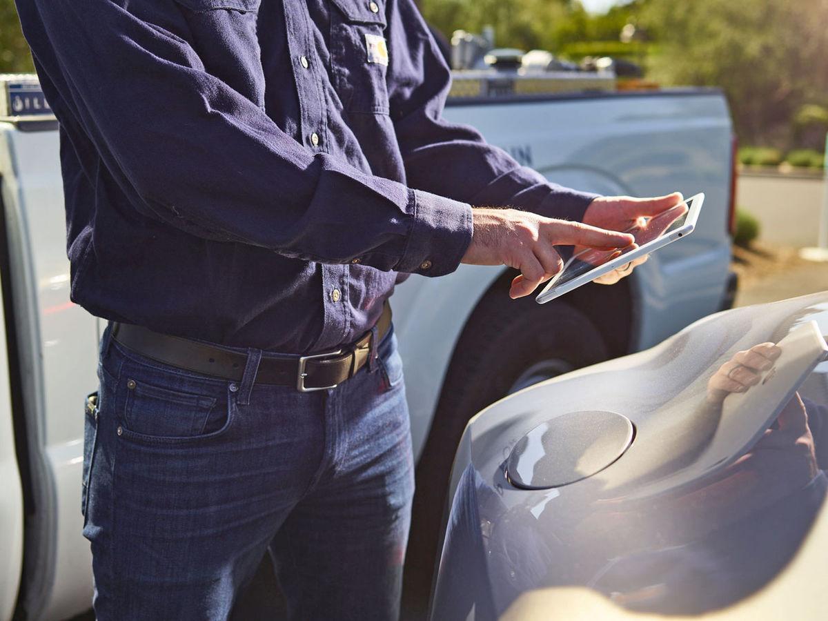 Pri dotankovaní vozidla nie je nutná prítomnosť majiteľa auta. Celý proces prebehne vďaka mobilnej aplikácii.