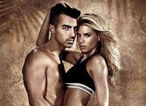 Joe Jonas a modelka Charlotte McKinney