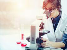 mikroskop, vedkyňa