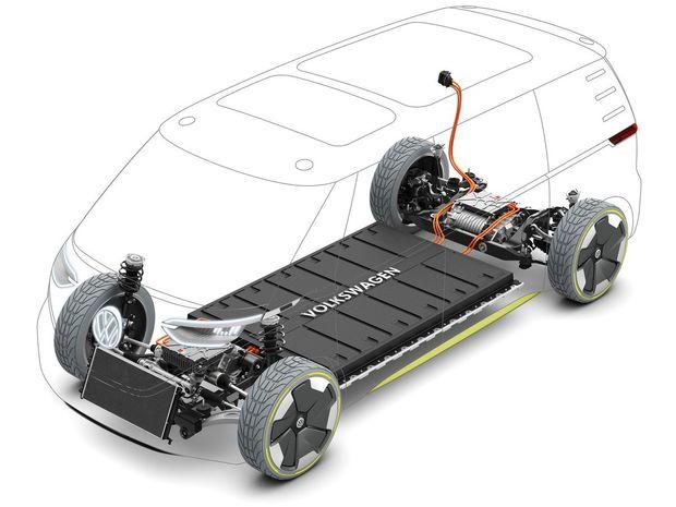 Pohon zabezpečujú dva elektromotory s celkovým výkonom 275 kW a batérie s kapacitou 111 kWh umiestnené v podlahe.