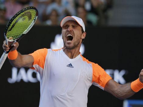 Murray skončil už v osemfinále, Federer vyradil Nišikoriho
