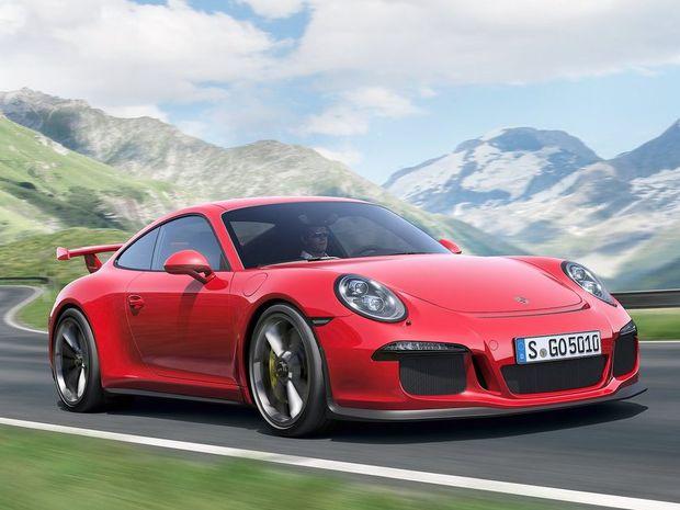 Porsche 911 GT3 je nepochybne úžasným autom s výkonom 350 kW z atmosférického 6-valcového boxeru, ale k dokonalosti mu chýba manuálna prevodovka.