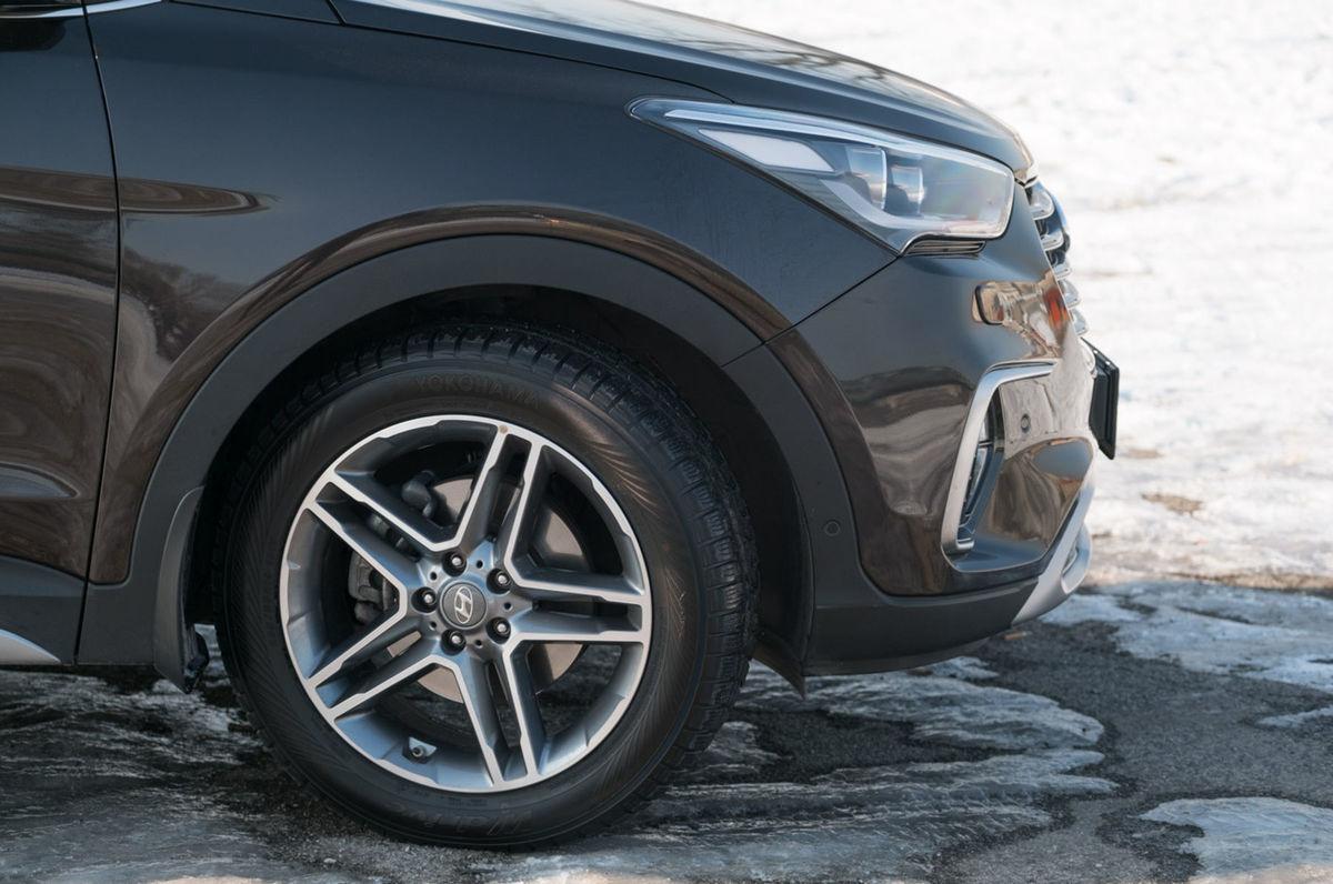 Vodič môže uzamknúť prenos výkonu na obe nápravy.