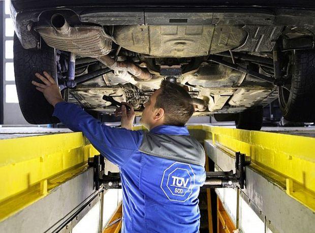 V priebehu sledovaného obdobia jedného roka podstúpilo kontrolu v nemeckých STK takmer deväť miliónov áut. Zastúpených bolo až 224 modelov.