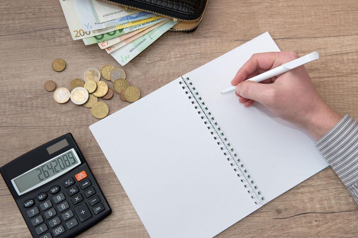 Okrem adekvátneho platového ohodnotenia požadujú absolventi aj benefity a flexibilitu.