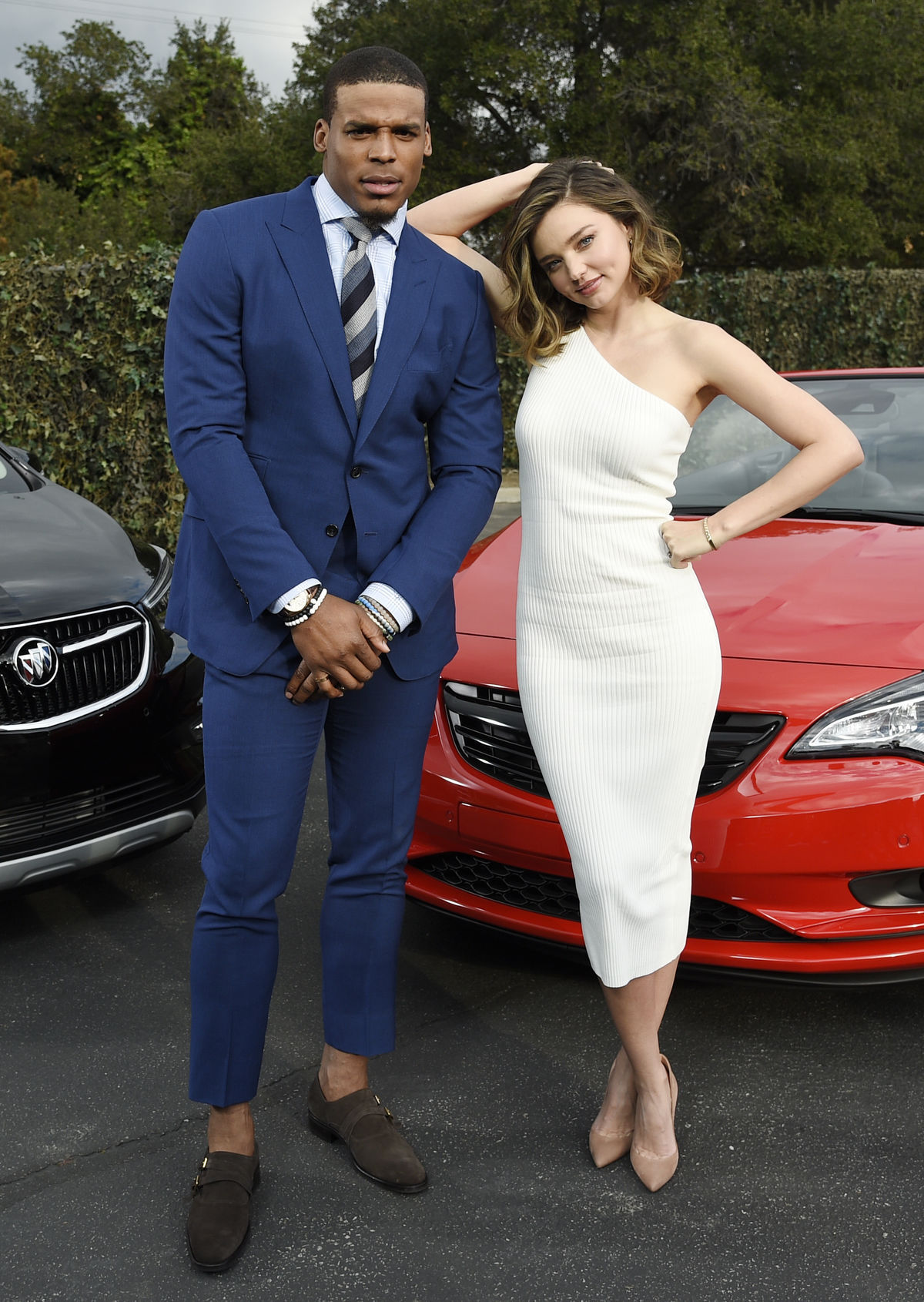 Hráč amerického futbalu Cam Newton a topmodelka Miranda Kerr si spoločne zahrali v reklame na automobilku Buick.