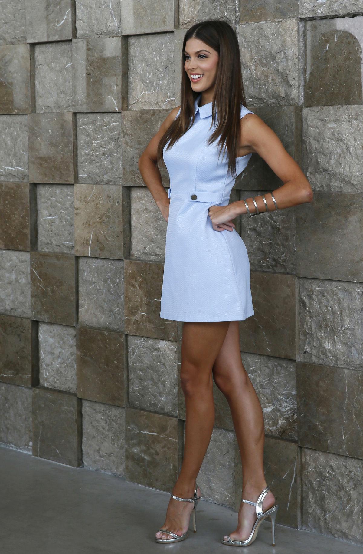 Nová Miss Universe Iris Mittenaere z Francúzska sa stretla s francúzskym ambasádorom na juhu Manily. Následne odletetla do New Yorku, kde ju čakajú prvé povinnosti Miss Universe