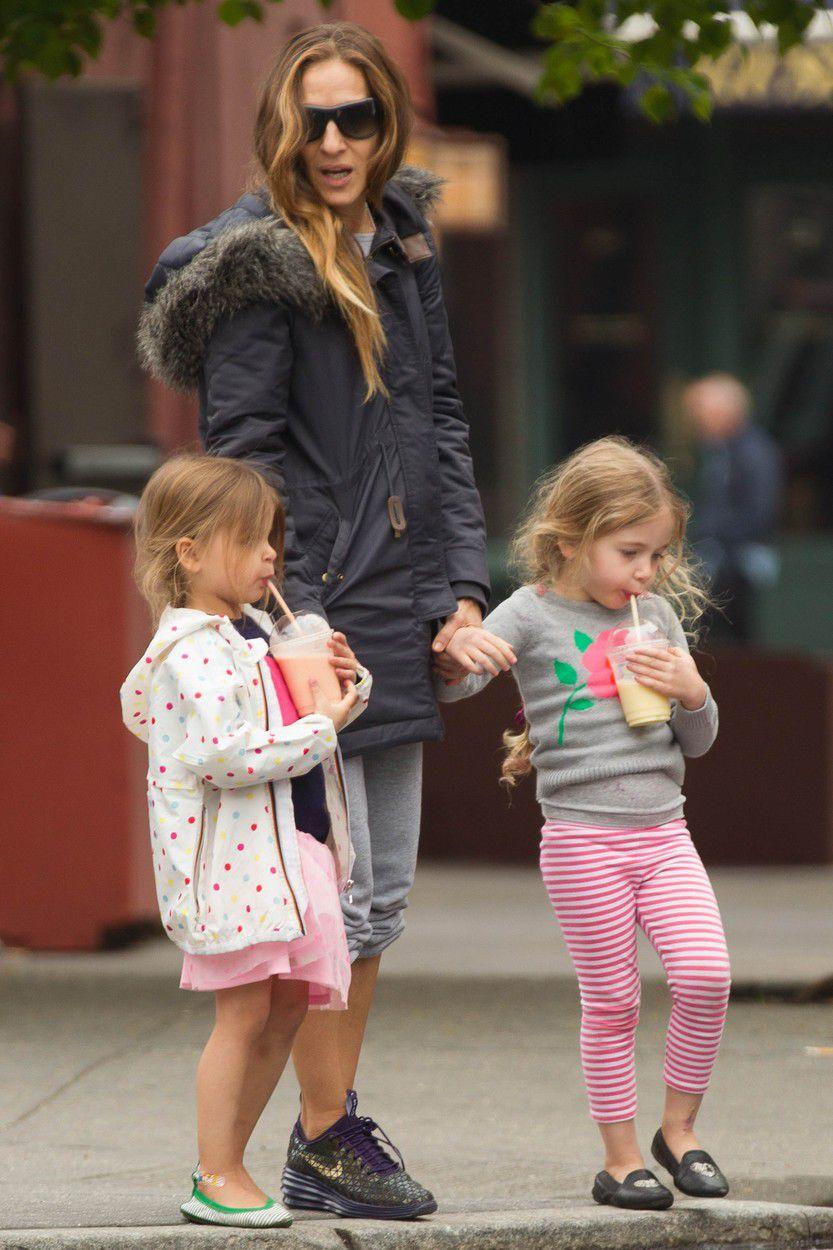 Sarah Jessica Parker  s dcérami Marion a Tabithou na prechádzke.