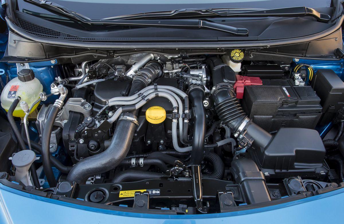 Naftový motor má nižšiu spotrebu ako benzínový preplňovaný trojvalec.