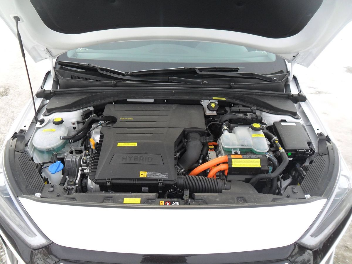 Celkový maximálny výkon hybridnej sústavy je 104 kW (141 k), pričom maximálny krútiaci moment dosahuje 265 Nm.