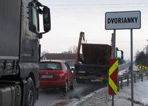 dvorianky, trebišov, kamióny, autá, doprava
