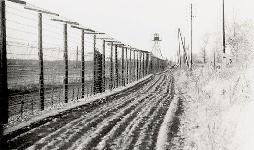 Prísne strážená hranica ČSSR.