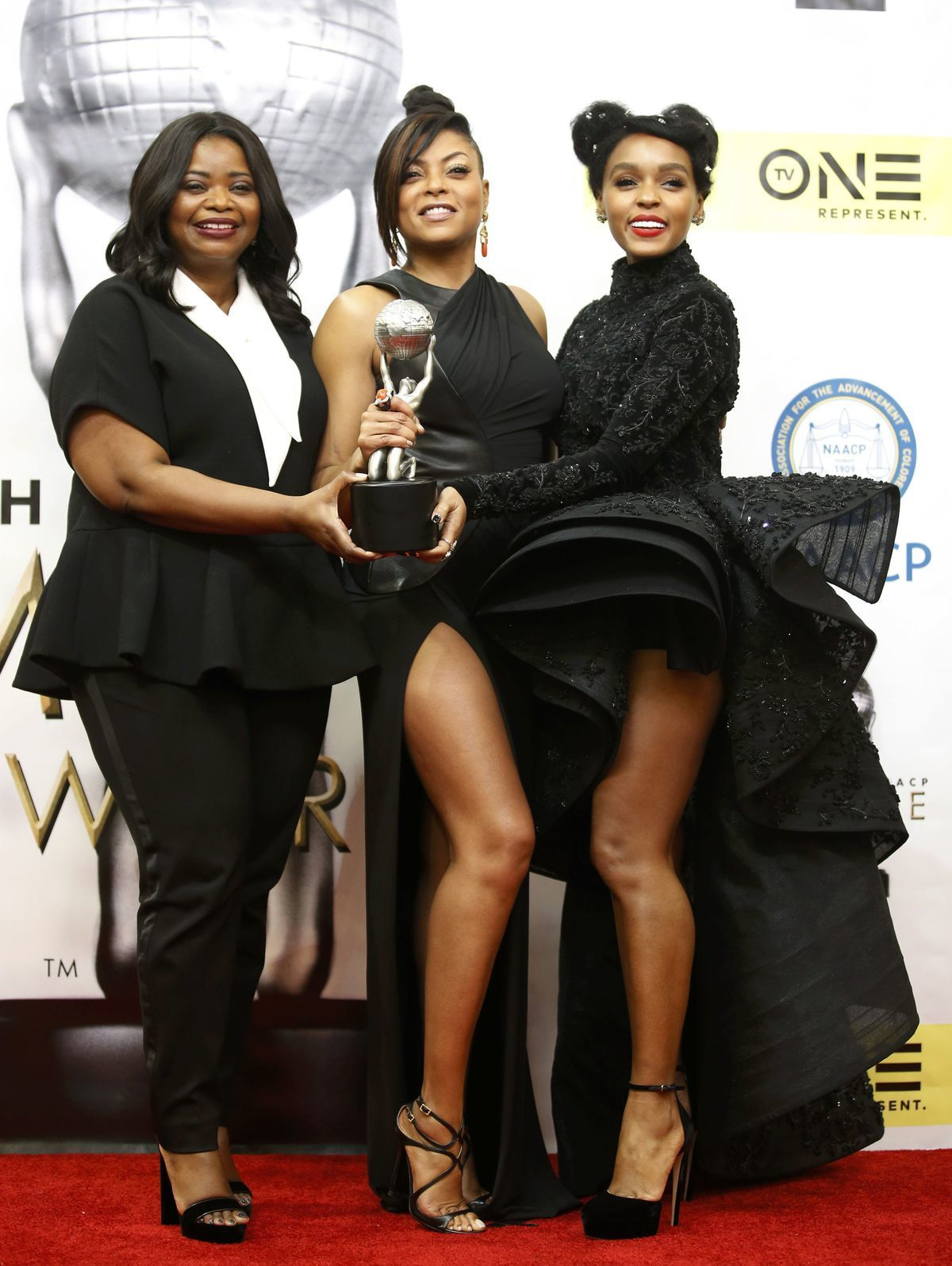 Zľava: Herečky Octavia Spencer, Taraji P. Henson a Janelle Monae sa tešili z úspechu filmu Hidden Figures.