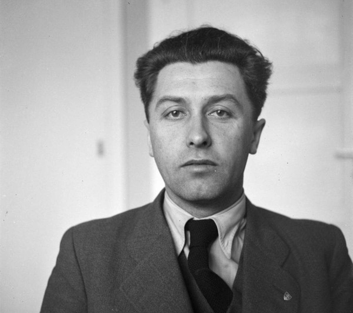 Alexander Mach patril medzi predstaviteľov radikálneho krídla HSĽS a bol šéfredaktorom denníka Slovák (1937).