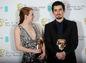 Herečka Emma Stone a režisér filmu La La Land Damien Chazelle  - s cenami BAFTA.