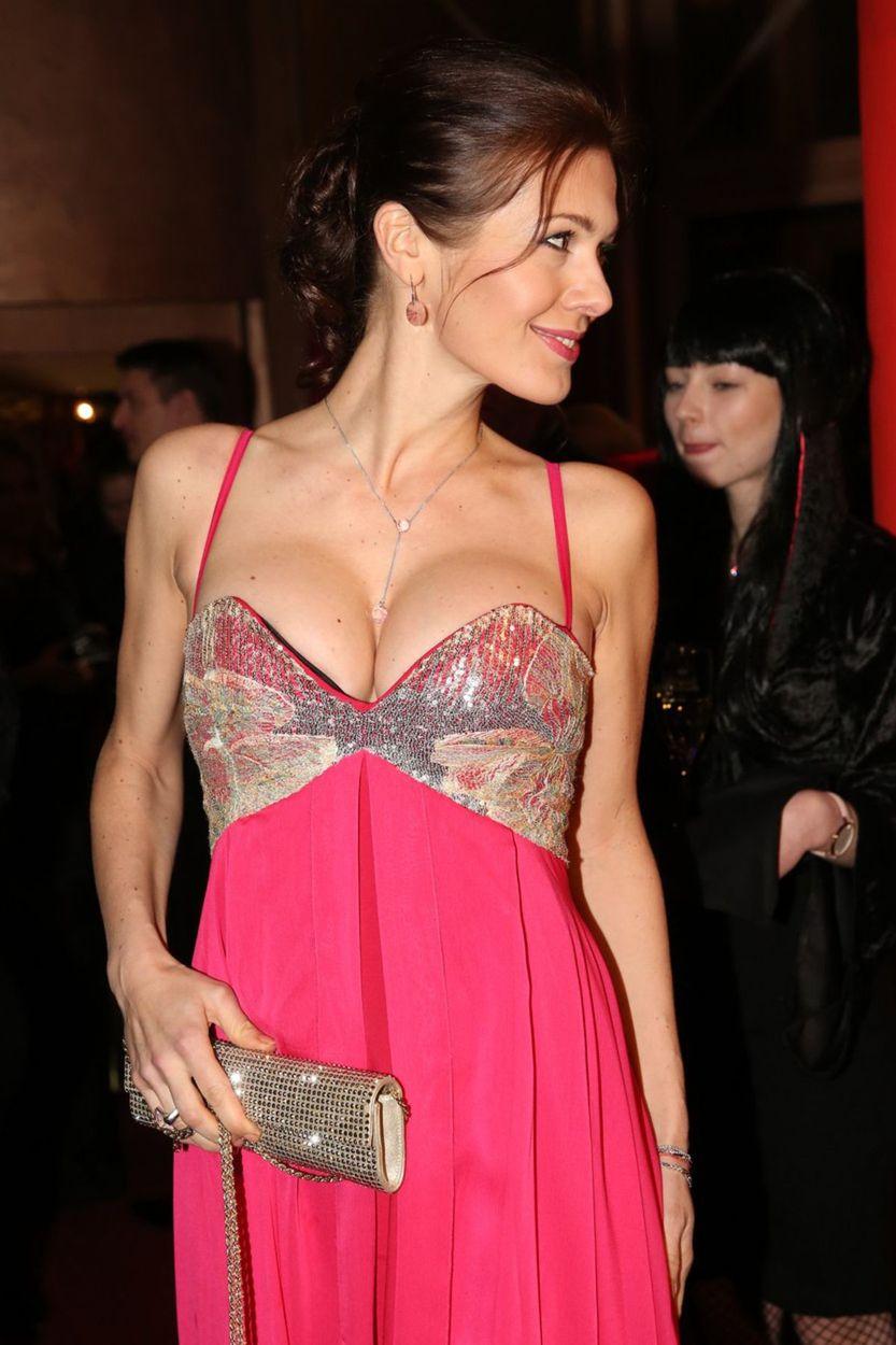 Bývalá Miss Česko Jana Doležalová je tehotná. Na dekolte to bolo poznať.