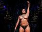 Ericka Hart podstúpila po diagnóze rakoviny prsníka obojstrannú mastektómiu a objavila sa na prehliadke AnaOno v New Yorku.