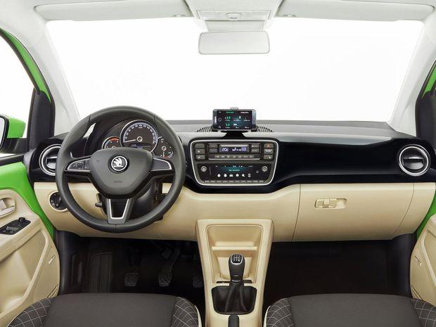 Interiér má nový prístrojový panel a audio s farebným displejom. Zo smartfónu sa vďaka aplikácii Move & Fun môže stať multimediálne rozhranie vozidla.